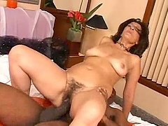 Sexy mature bitch sucks a BBC before..