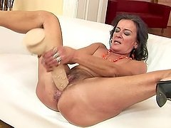 Sandora toys her old hairy pussy and..