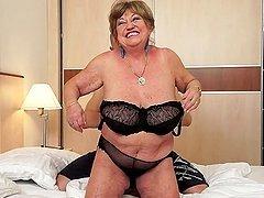 Fat granny Margitta gets her pussy..