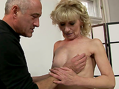 MATURE COUPLE HAVING HARDCORE SEX