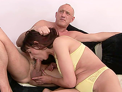 mature woman gets her hairy pussy fucked