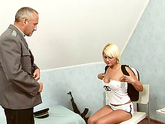 Sexy blonde babe gets a nasty full..
