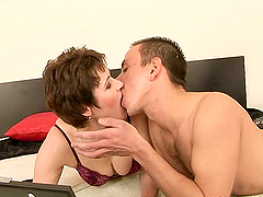 mature broad has her hairy gash fucked