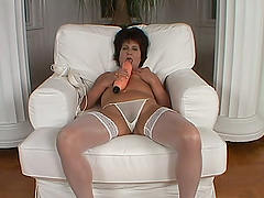 Katala the chubby mature babe gets..