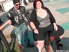 Fat amateur babe riding black guy for..