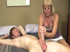 Mature babe gives nasty handjob