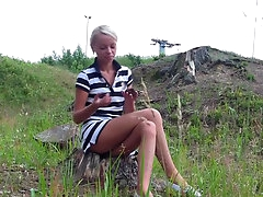 Slender blonde gets a hot outdoor..
