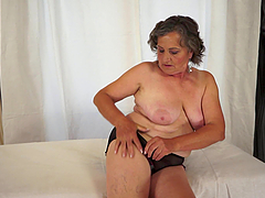 Horny BBW Granny Getting Her Hairy..