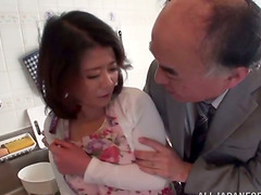 Japanese milf gets her coochie toyed..