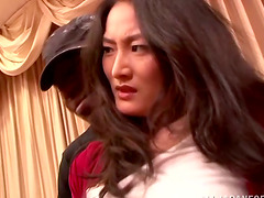 Risa Murakami gives sloppy blowjob and..