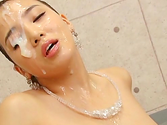Pretty Japanese lady shows her hot..