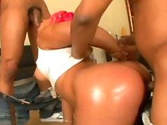Ebony slut gets nailed in threesome