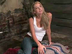Blonde babe Sammie Rhodes gets her vag..