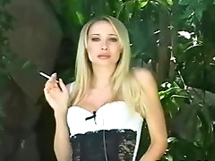 Blonde enjoys outdoor fetish scene