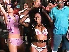Christina Aguilera & Lil Kim in Sexy..