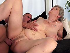Lustful granny Aliz gets her cunt..