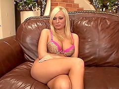 Angelina Ash gives an amazing..