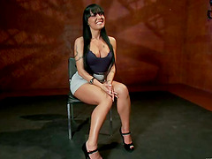 Mahina Zaltana enjoys having wires on her ass and clothespegs on her tits