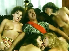 Retro babes fucking in group