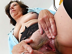 Old nurse bangs her hairy pussy on the..