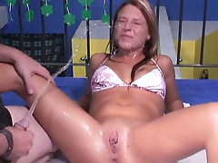 Spicy amateur is getting piss in her..