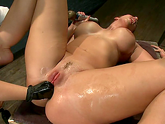 Horny Kelly Divine gets her vagina..