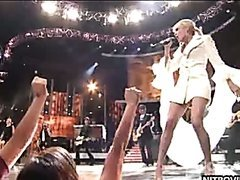 Carrie Underwood Sexy Performance In..