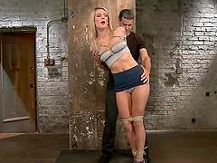 Amanda Tate enjoys getting her pussy..