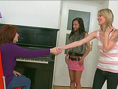 Maya and Tonia give a hot sex..