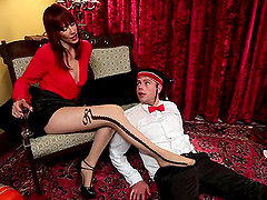 Stunning mistress gets her feet and..