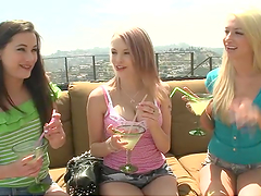 Lesbian hotties suck on each other's..