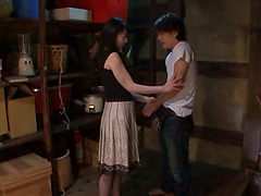 Hitomi Oohashi the hot MILF give a..