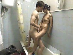 Amateur teen fucked in the tub