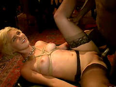 Nasty short-haired blonde gets her vag..