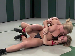 Catfight with amazing lesbian bitches