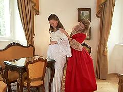 MILF and teen babes in XVIII century..