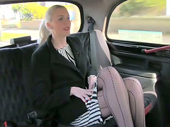 Slutty blonde blows in a taxi and gets..