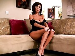 Sexy Brunette MILF Veronica Avluv..