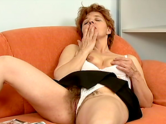 Mature skank Rose smashes her hairy..