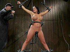 Curvy brunette Richelle Ryan enjoys a..