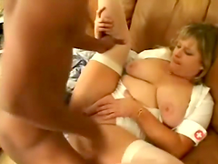 Blonde mom Lizzy Liques sucks a black..