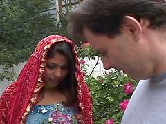 Indian skank Priya sucks a prick and..