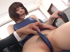 Airi Suzumura is masturbated by her..