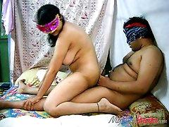 Amateur Indian mom Savita and her fat..