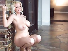 Solo milf Sarah Summers shows her big..