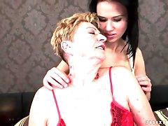 Teen seduces granny lesbian in lusty..
