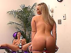 Curvy blonde and a slim brunette enjoy..