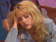 Sleepy office chick gives a blowjob at..