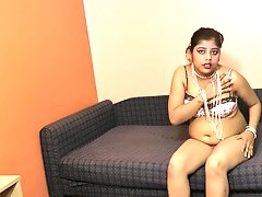 Indian chick Rupali is sucking her dildo