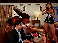 Rilynn Rae gives a stunning blowjob..